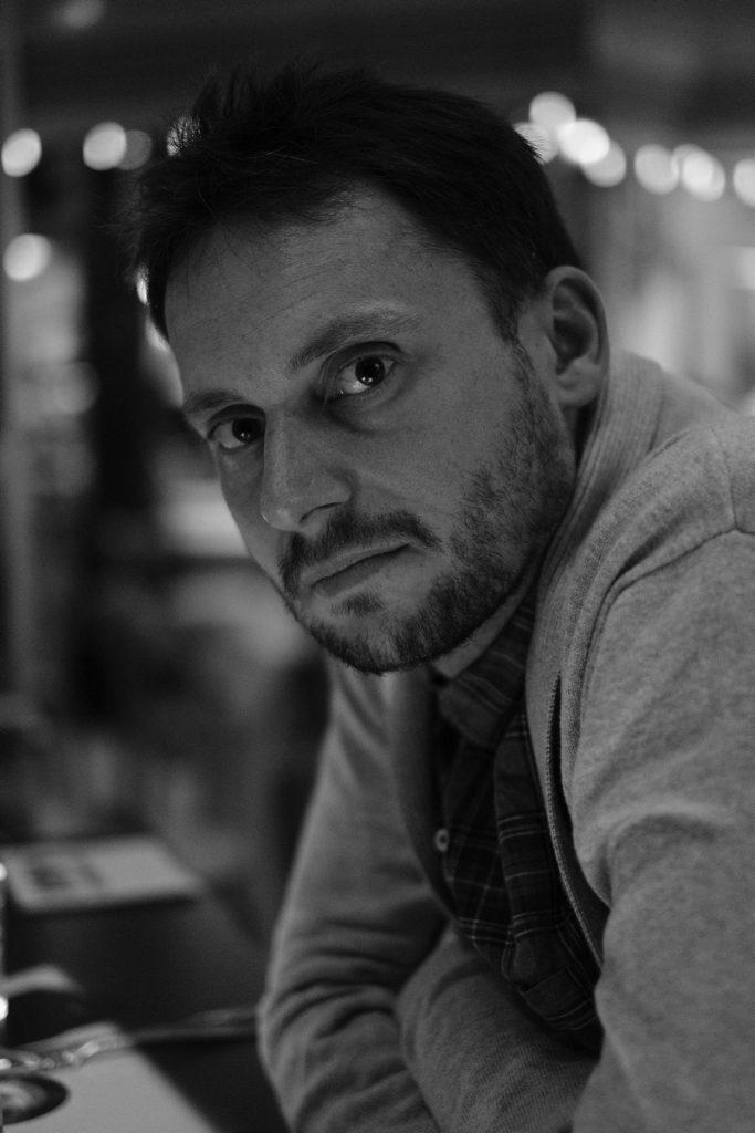 Zdjęcie portretowe moderatora panelu prof. Łukasza Afeltowicza